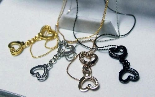 発売される4種類のネックレス