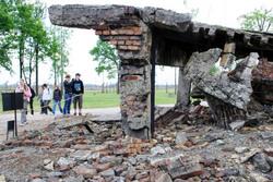 朽ち落ちたアウシュビッツの建物 by 毎日新聞