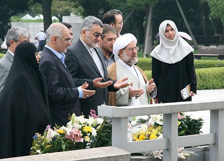 ボルジェルディ・イラン国会外交政策・国家安全保障委員会委員長(左から3人目)